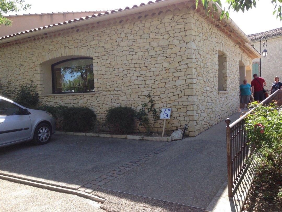 Foto vom 11. August 2016 09:15, Nougats SILVAIN, 4 Place Neuve, 84210 Saint-Didier, Frankreich