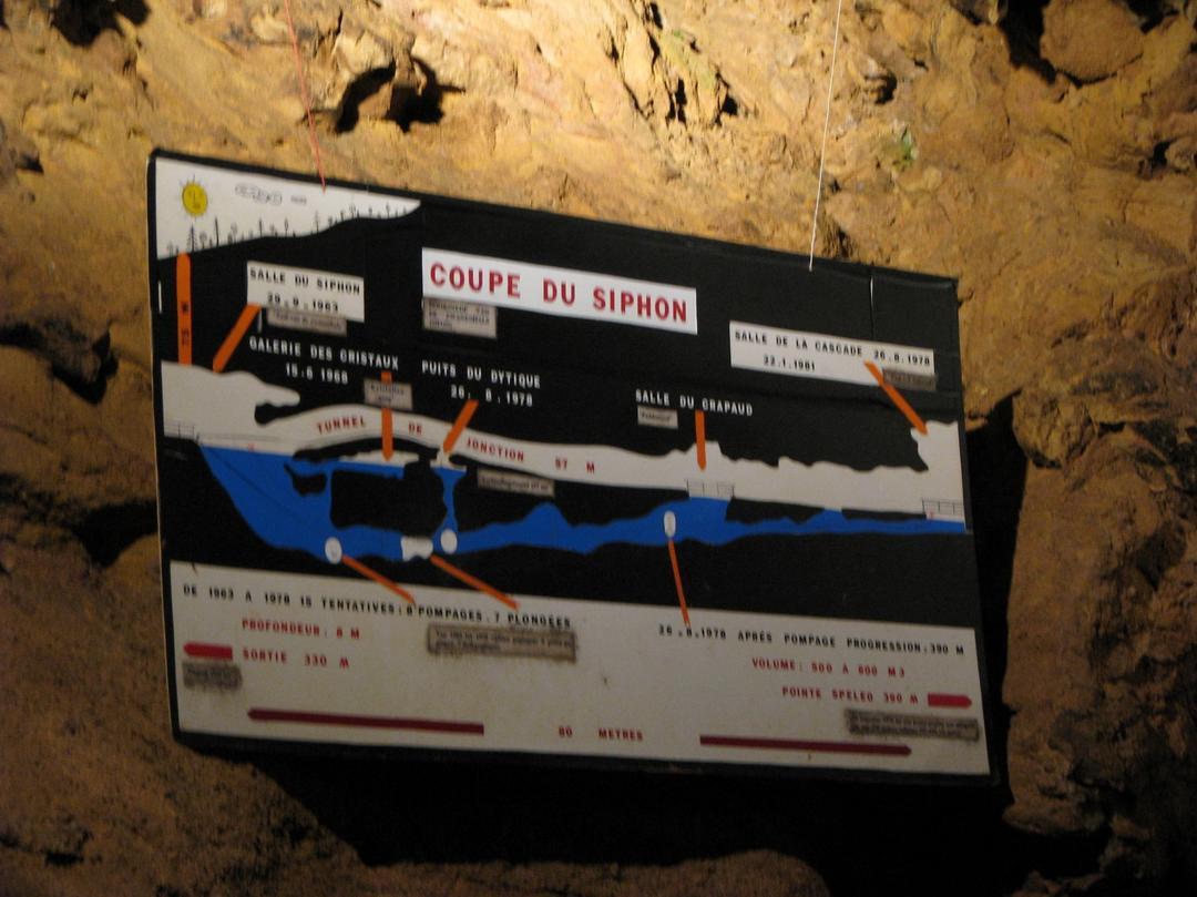Foto del 5 de febrero de 2016 18:57, 1 grotte, 71260 Azé, France
