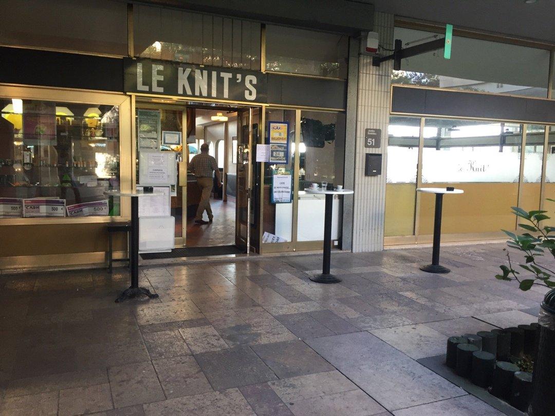 Foto vom 26. August 2016 08:38, Le Knit's, 51 Terrasse Boieldieu, 92800 Puteaux, Frankreich