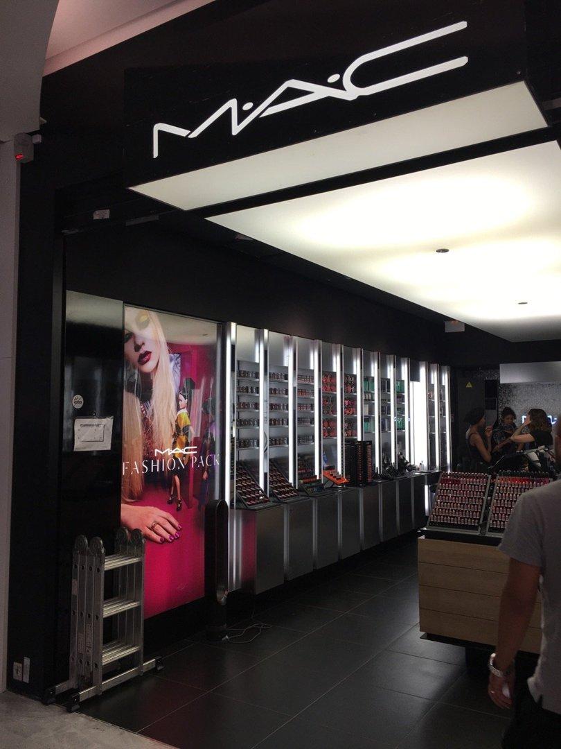 Photo du 26 août 2016 09:49, MAC Cosmetics, Centre commercial Forum des Halles, 101 Rue Berger, 75001 Paris, France