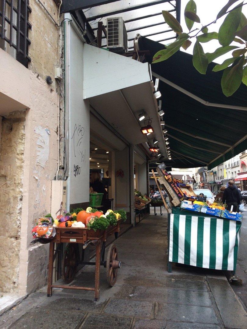 Foto del 13 de octubre de 2016 14:39, Cours des Halles, 60 Rue de Seine, 75006 Paris, Francia