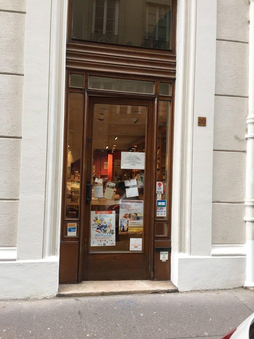 Foto del 18 de octubre de 2016 13:38, Librairie de l'Emmanuel, 20 Rue Sainte-Hélène, 69002 Lyon, Francia