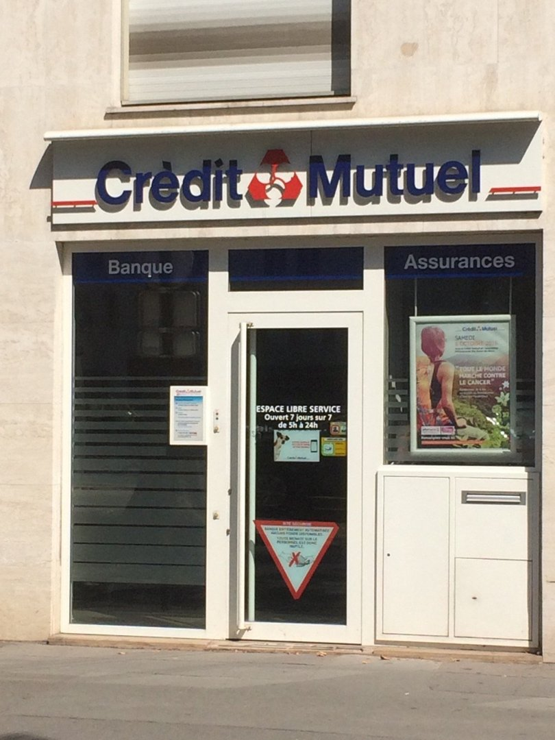Photo of the August 26, 2016 11:03 AM, Crédit Mutuel, 132 Avenue Charles de Gaulle, 92200 Neuilly-sur-Seine, France