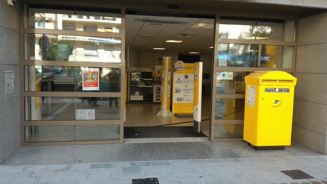 Photo du 1 septembre 2016 09:21, La Poste, 79 Avenue du Général Leclerc, 92340 Bourg-la-Reine, France