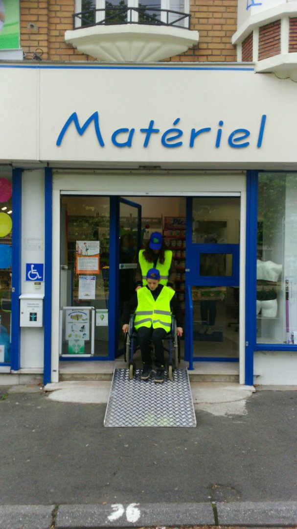 Photo of the October 13, 2016 1:00 PM, Pharmacie VILLETTE, 8 Place de la République, 62680 Méricourt, France
