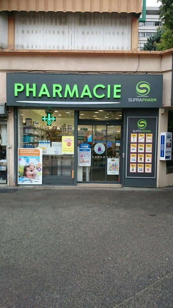 Foto del 13 de octubre de 2016 13:37, Pharmacie de la Levrière, Place de la Levrière, 94000 Créteil, Francia