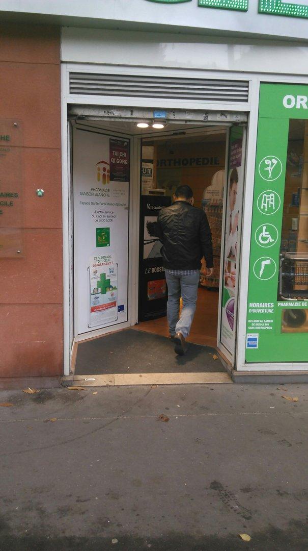 Foto vom 21. Oktober 2016 08:51, Pharmacie Maison-Blanche, 160 Avenue d'Italie, 75000 Paris, Frankreich