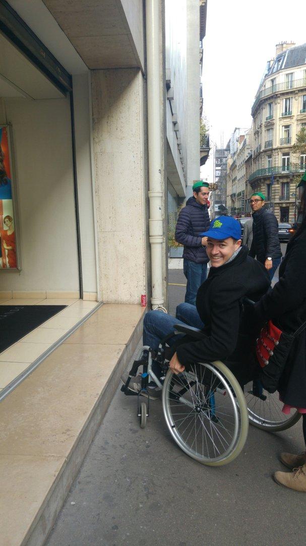 Foto vom 27. Oktober 2016 13:32, Revlon Professional, 29 Rue du Colisée, 75008 Paris, Frankreich