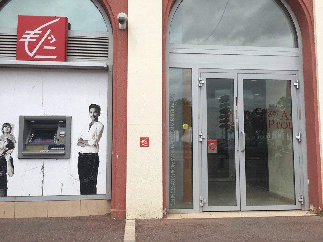 Foto del 15 de junio de 2016 13:46, Caisse d'Epargne L Estaque, 24 Plage de l'Estaque, 13016 Marseille, Francia