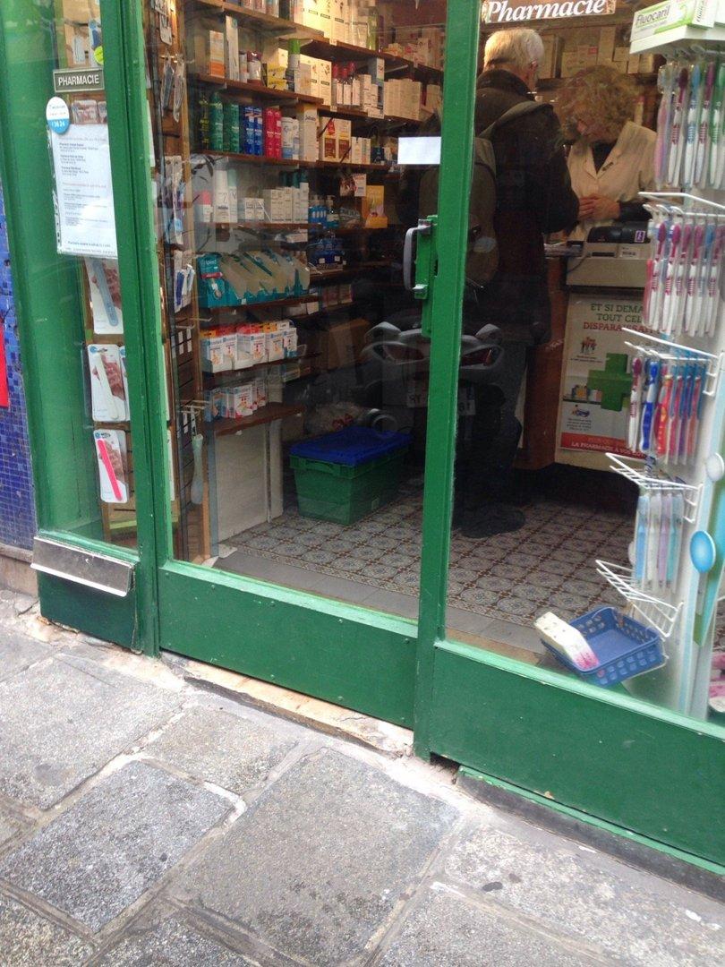 Foto vom 13. Oktober 2016 14:40, Pharmacie Garra, 60 Rue de Seine, 75006 Paris, Frankreich
