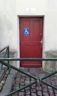 Photo du 24 mai 2016 22:49, WC Accessibles PMR Cathédrale St Pierre, 0 Place François Mitterrand, 14100 Lisieux, France