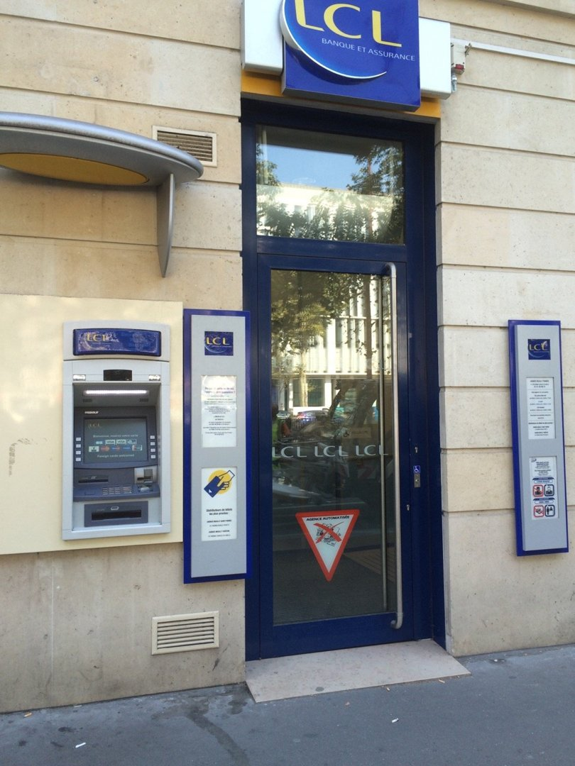 Photo of the August 26, 2016 1:37 PM, LCL Banque et Assurance, 113 Ter av Charles de Gaulle, 92200 Neuilly-sur-Seine, France