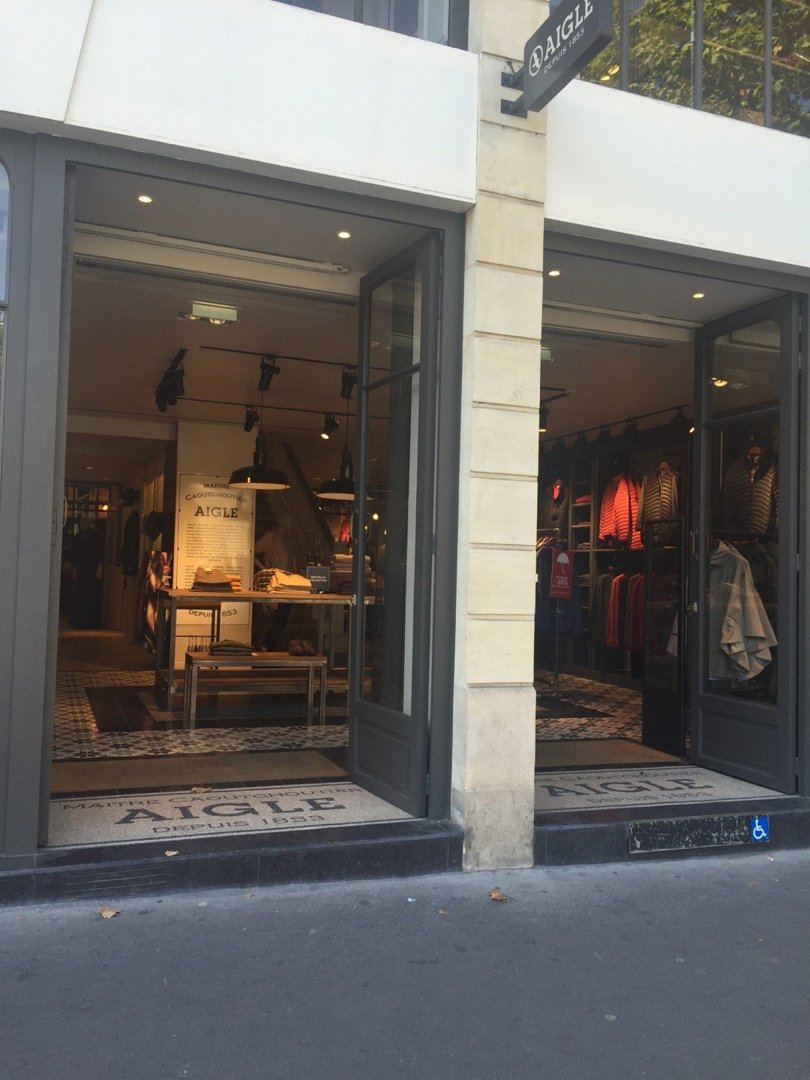 Photo of the August 26, 2016 9:32 AM, Boutique Aigle Paris Ternes, 1 Avenue des Ternes, 75017 Paris, France