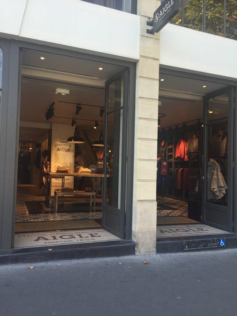 Photo du 26 août 2016 09:32, Boutique Aigle Paris Ternes, 1 Avenue des Ternes, 75017 Paris, France