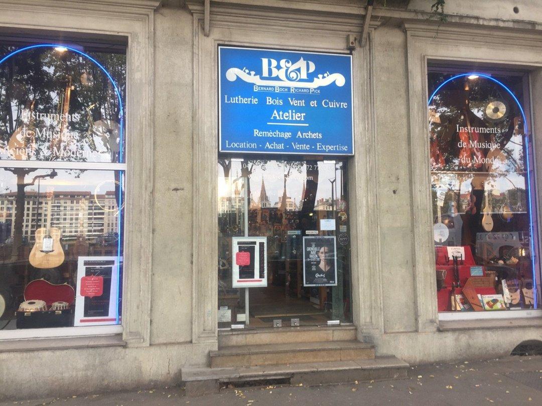 Foto vom 6. Oktober 2016 14:03, PICK & BOCH MUSIQUE, 8 Quai Romain Rolland, 69005 Lyon, Frankreich