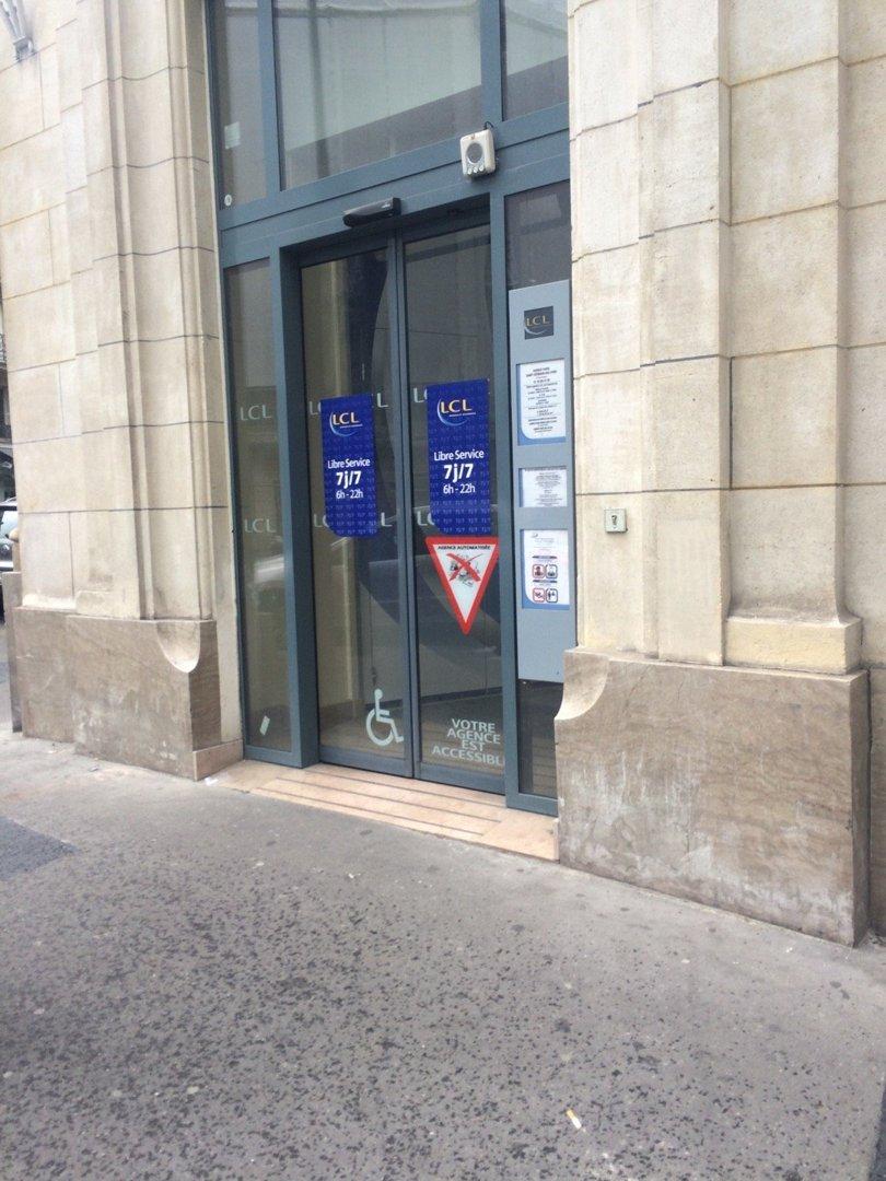 Foto del 11 de junio de 2016 9:58, LCL - Le Crédit Lyonnais, 66 Rue de Rennes, 75006 Paris, Francia