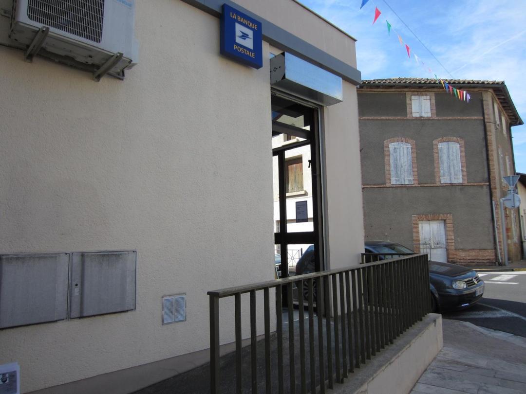 Foto vom 5. Februar 2016 18:54, Bureau de poste de Nègrepelisse, 10 Rue du 11 Novembre 1918, 82800 Nègrepelisse, France
