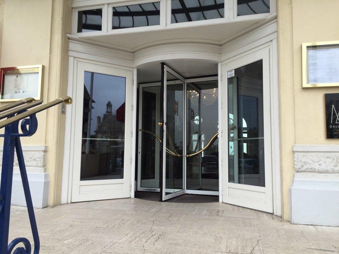 Foto del 17 de junio de 2016 17:54, Le Grand Hotel Cabourg - MGallery By Sofitel, Jardin du Casino, 14390 Cabourg, Francia