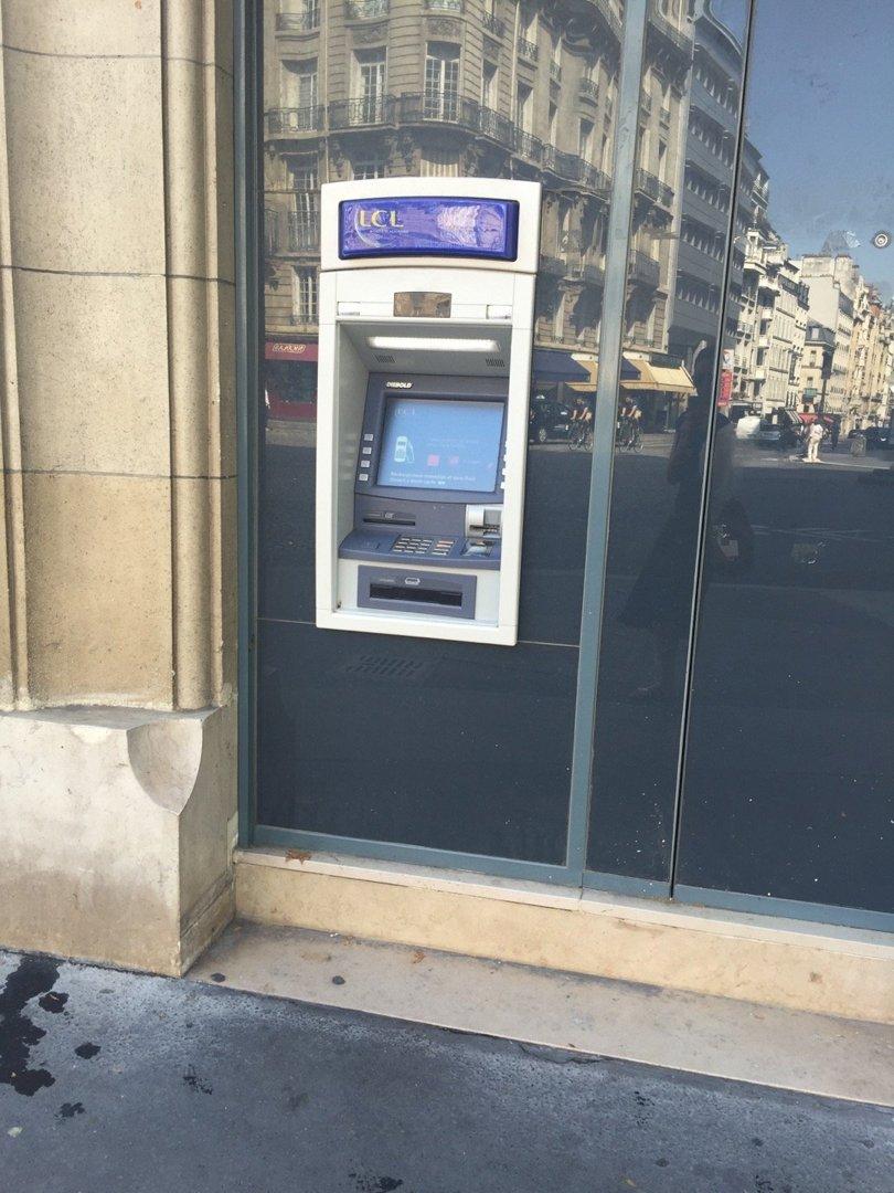 Foto del 26 de agosto de 2016 12:04, LCL Banque et Assurance, 55 Boulevard de Courcelles, 75008 Paris, Francia