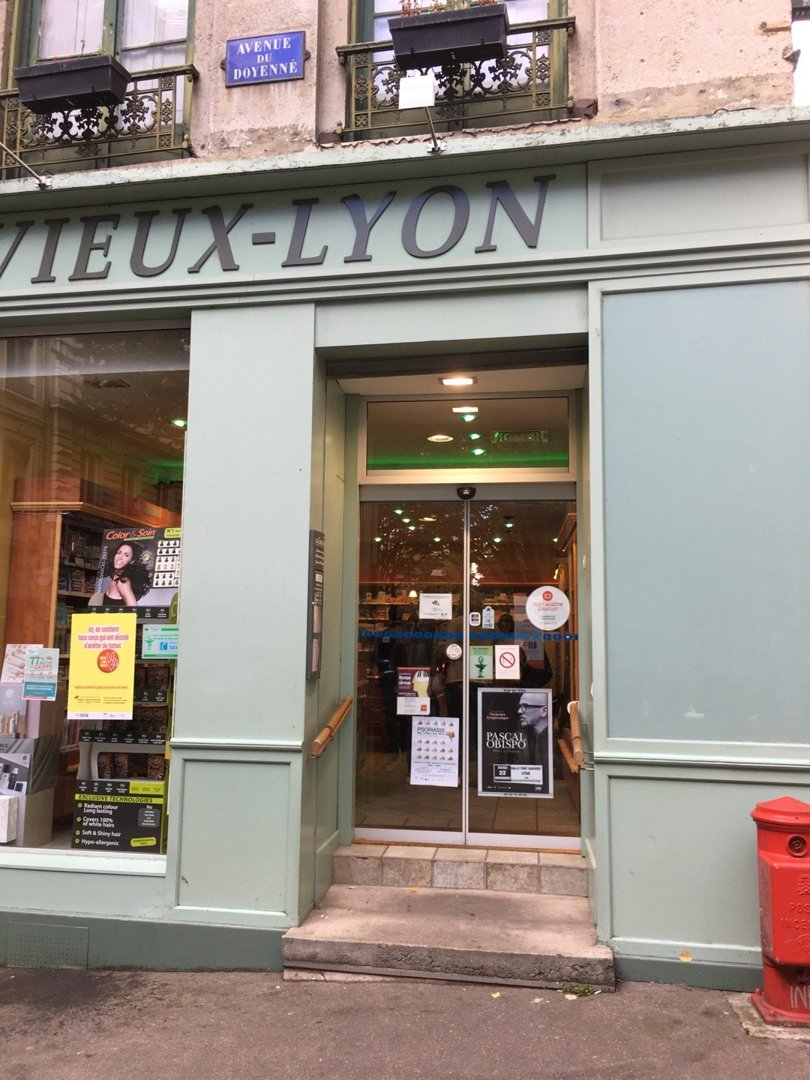 Foto del 18 de octubre de 2016 13:34, Pharmacie du Vieux-Lyon, 7 Rue du Doyenné, 69005 Lyon, Francia