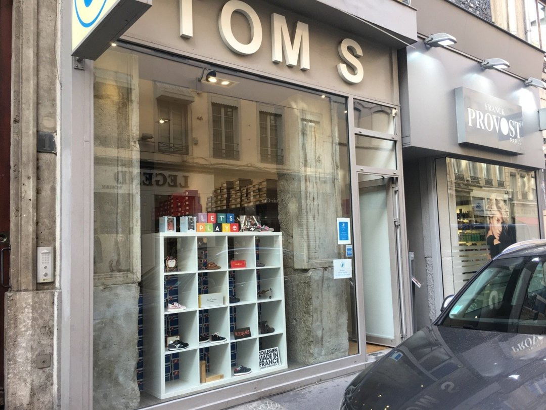 Photo of the October 18, 2016 2:09 PM, TOM'S, 1 Cours Vitton, 69006 Lyon, France
