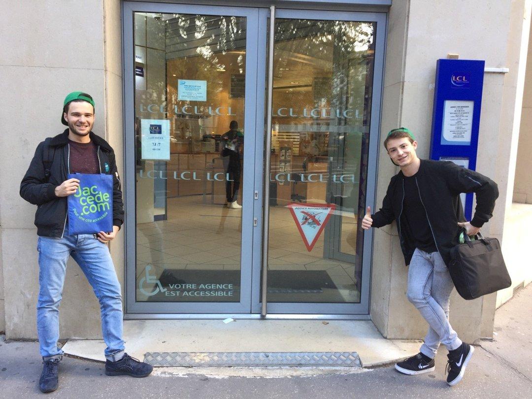 Foto del 18 de octubre de 2016 13:56, LCL Banque et Assurance, 68 Cours Gambetta, 69007 Lyon, Francia