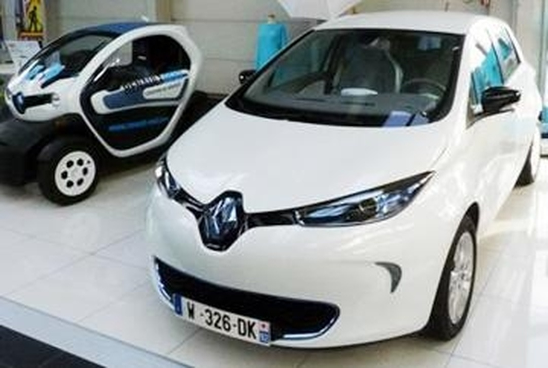 Car Dealer - Centre Renault Z.E. , Boulogne-Billancourt