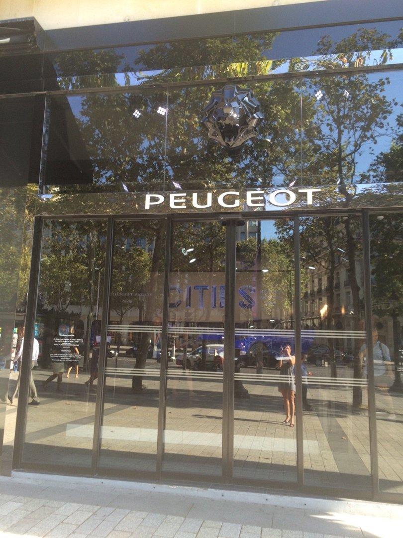 Photo of the August 26, 2016 8:50 AM, Peugeot Avenue, 136 Av. des Champs-Élysées, 75008 Paris, France