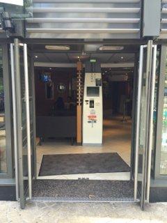 Photo du 26 août 2016 12:45, McDonald's, 49 Bezons Angle Rue de, Rue de Belfort, 92400 Courbevoie, Frankreich