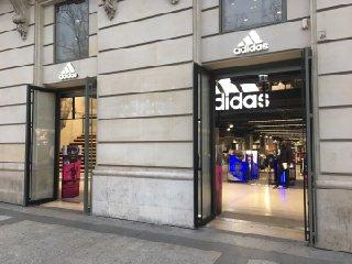 Foto vom 2. Februar 2017 14:28, Adidas Brand Center Paris, 22 Av. des Champs-Élysées, 75008 Paris, France