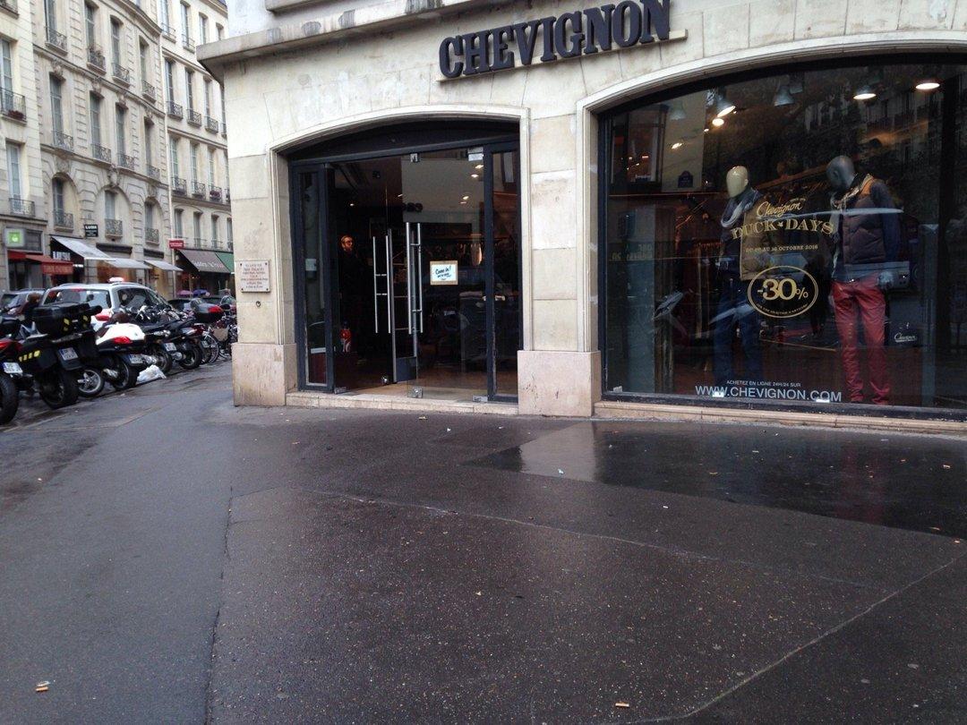 Photo du 13 octobre 2016 13:37, Chevignon, 160 Boulevard Saint-Germain, 75006 Paris, France
