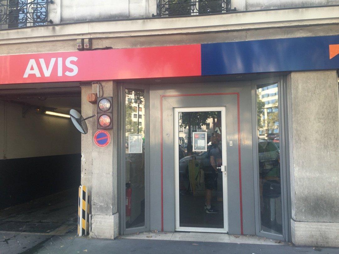 Foto vom 26. August 2016 13:30, Avis Location de Voiture, 99 Avenue Charles de Gaulle, 92200 Neuilly-sur-Seine, Frankreich