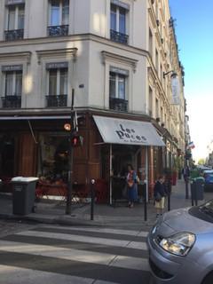 Foto vom 22. Juni 2018 06:29, Bar restaurant - Les puces, 83 Rue Legendre, 75017 Paris, France
