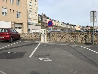 Photo of the May 21, 2017 4:54 PM, Borne de recharge Sdem50 pour voiture électrique, Boulevard des Amiraux Granvillais, Granville, France