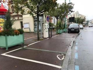Foto del 23 de octubre de 2017 17:20, Borne de recharge Sdem50 pour voiture électrique, 97 Route de Coutances, Donville-les-Bains, France