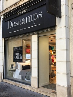 Photo du 30 octobre 2017 10:14, BOUTIQUE DESCAMPS, 52 Avenue Victor Hugo, 75016 Paris, France
