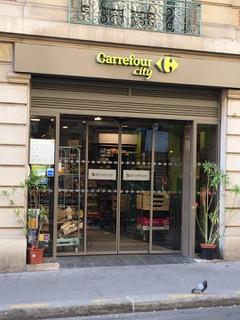 Foto vom 26. Juni 2018 06:20, Carrefour City, 41 Rue Saint-Ferdinand, 75017 Paris, France