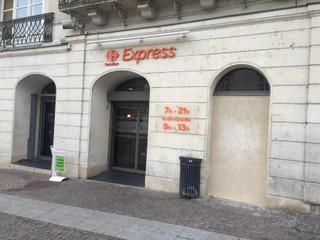 Foto vom 18. November 2017 08:23, Express, 12 Place Raphaël Elize, 72300 Sablé-sur-Sarthe, France
