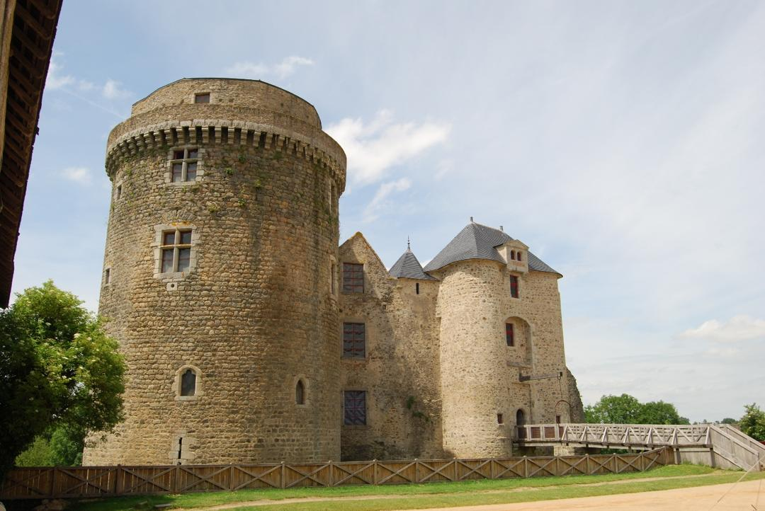 Photo of the February 5, 2016 6:55 PM, Castle of Saint Mesmin, 79380 Saint-André-sur-Sèvre, France