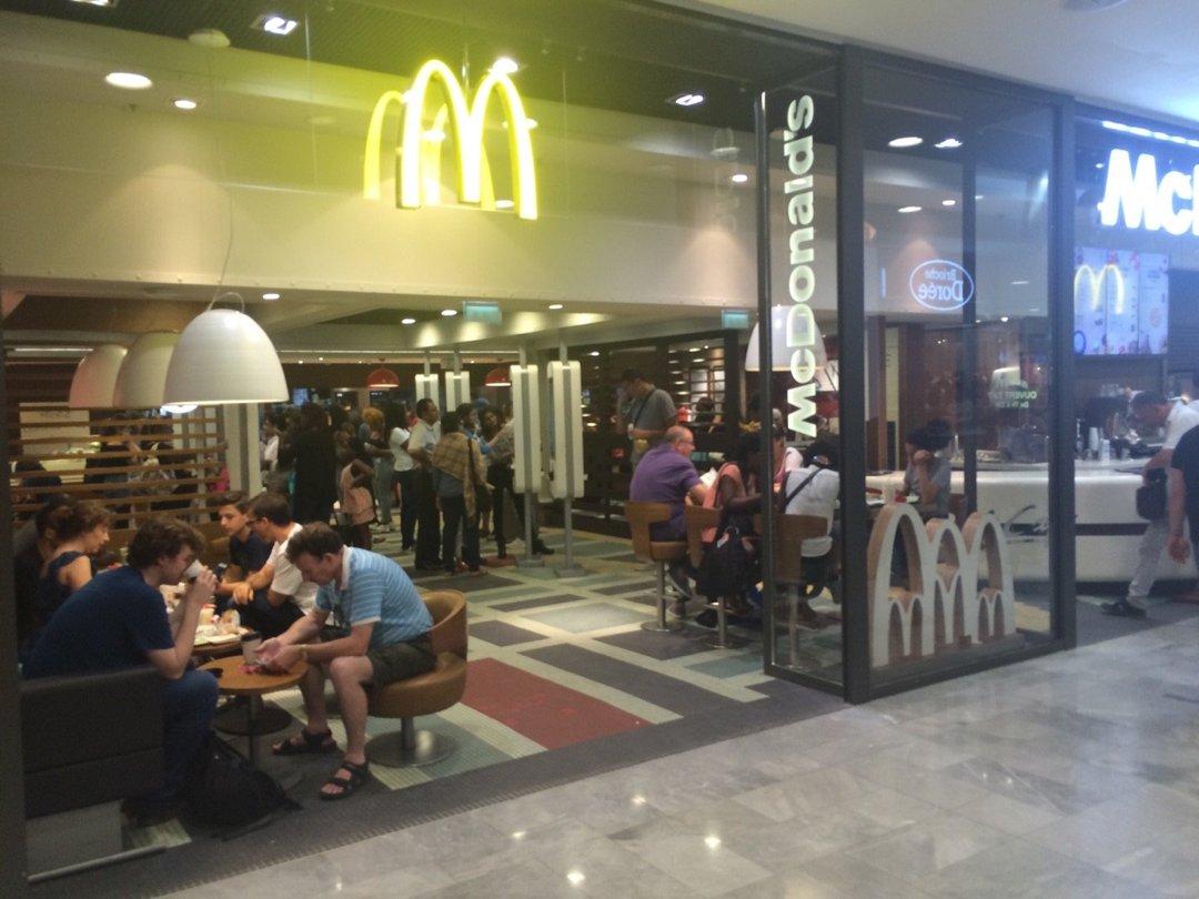 Photo of the August 26, 2016 12:01 PM, McDonald's, 17 Rue de l'Arc en Ciel, 75001 Paris, France