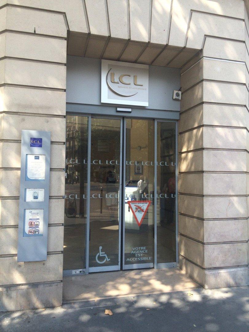 Photo du 26 août 2016 13:05, LCL Banque et Assurance, 32 Avenue des Ternes, 75017 Paris, France