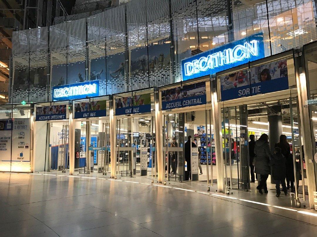 Photo du 19 février 2017 15:44, Decathlon Paris Cnit La Défense, 2 Place De La Défense Bp220 Paris La Defense Cedex, 92053 Puteaux, France
