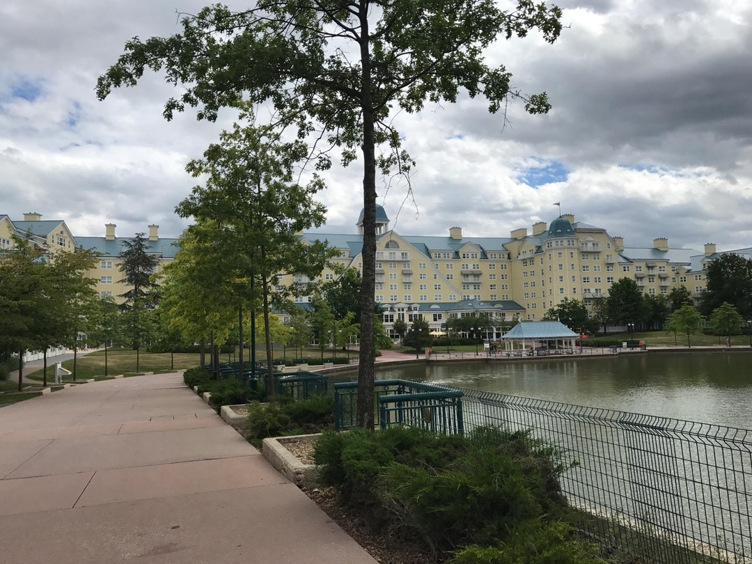 Foto vom 25. Juni 2017 14:43, Disney's Newport Bay Club, Disneyland Railroad, Avenue Robert Schuman, 77700 Chessy, Frankreich