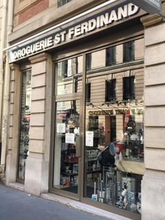 Foto vom 26. Juni 2018 06:21, Droguerie Deco, 41 Rue Saint-Ferdinand, 75017 Paris, France