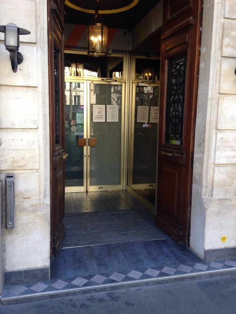 Foto vom 9. September 2016 12:58, The Regent Montmartre, 37 Boulevard de Rochechouart, 75009 Paris, Frankreich