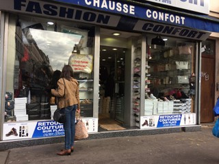 Photo of the October 24, 2017 2:19 PM, Fashion Confort, Rue Marx Dormoy, Paris, France