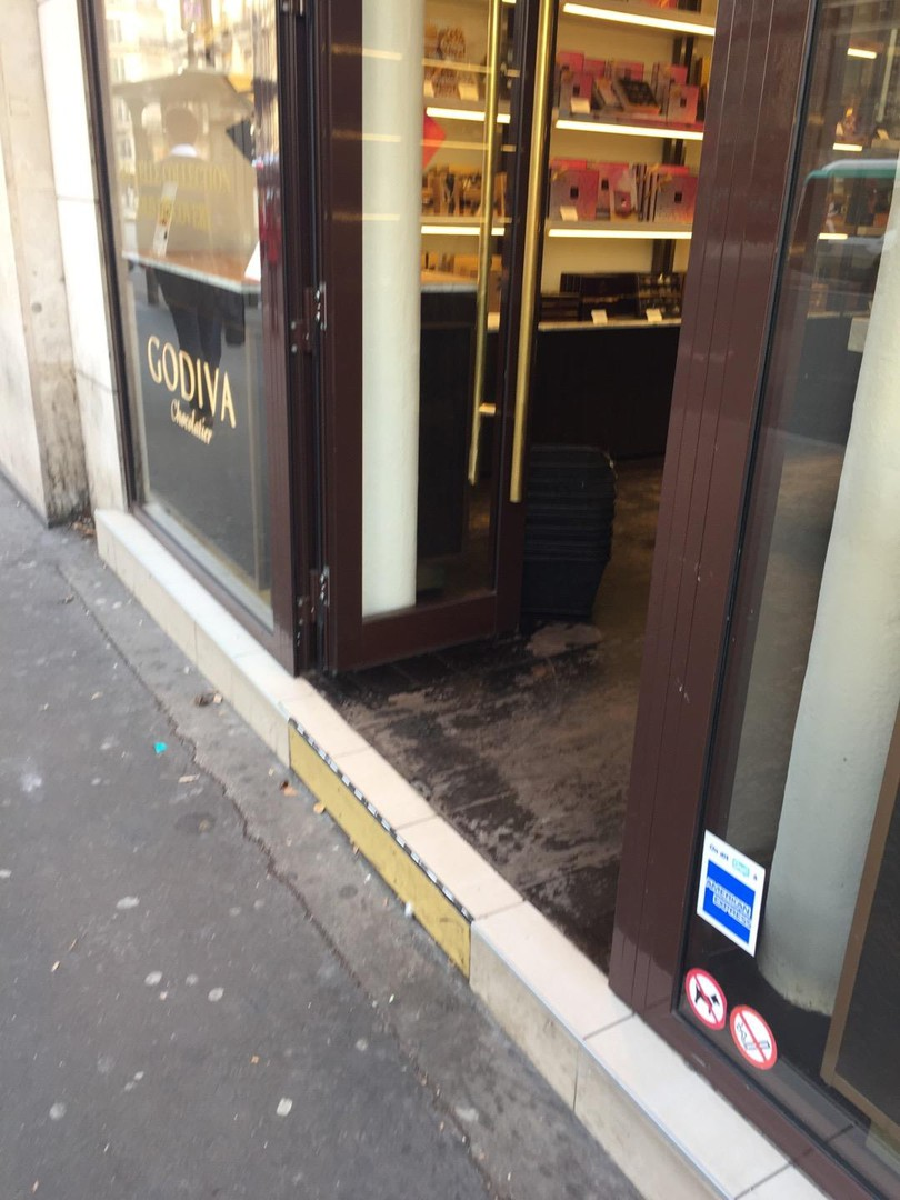 Photo du 25 octobre 2017 14:45, Godiva, 49 Avenue de l'Opéra, 75002 Paris, France