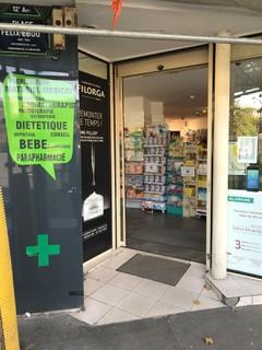 Foto del 16 de marzo de 2018 14:26, Grande Pharmacie Daumesnil, 6 Place Félix Eboué, 75012 Paris, France