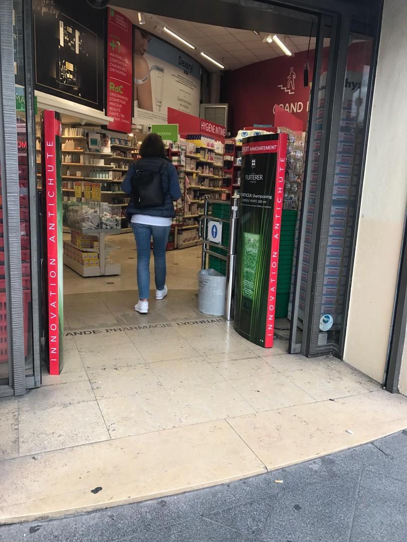 Photo of the September 12, 2017 2:11 PM, Grande Pharmacie Lyonnaise, 22 Rue de la République, 69002 Lyon, France