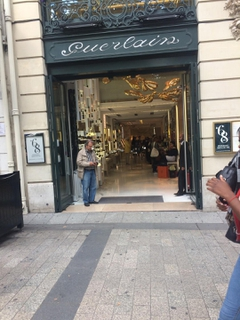 Foto vom 2. September 2017 14:18, Guerlain, 68 Avenue des Champs-Elysées, 75008 Paris, France
